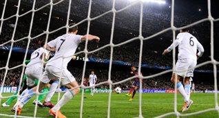 Даниэль Алвеш ставит точку во вчерашнем матче, Getty Images