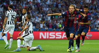 Ракитич и Неймар празднуют первый гол Барсы, Getty Images