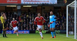 Депай открывает счет в матче, фото Getty Images