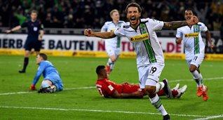 Джонсон празднует забитый гол в ворота Баварии, getty images