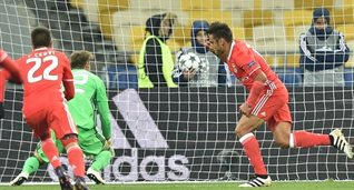 Сальвио открывает счет в матче, uefa.com