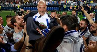 Зинедин Зидан с футболистами Реала, Getty Images