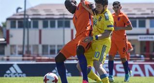 Лютсхарел Гертрейд против юниорской сборной Украины