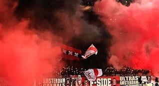 Хулиганы Аякса устроили ад перед матчем против Динамо