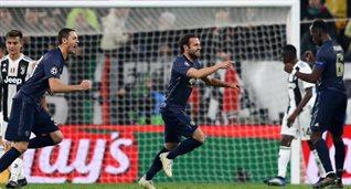 Хуан Мата празднует забитый мяч, Getty Images