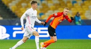 Виктор Коваленко против Тони Крооса, УЕФА