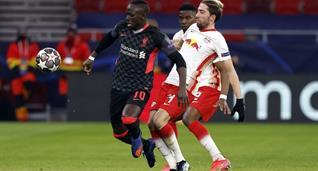Кевин Кампль (справа) в матче против Ливерпуля, Getty Images