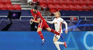 Эмиль Форсберг (справа) в матче против Ливерпуля, Getty Images