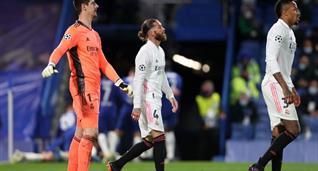 Тибо Куртуа (слева) в матче против Челси, Getty Images