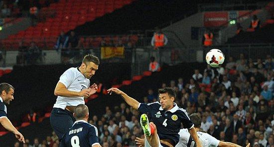 Рики Ламберт забивает победный мяч, фото АР