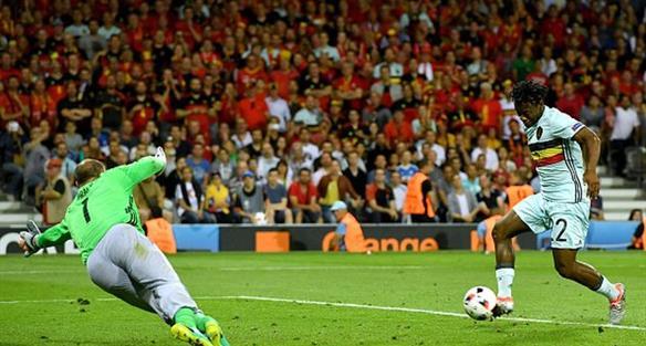 Батшуайи забивает второй гол в матче, getty images