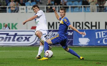Еременко забивает второй мяч Динамо, фото И. Хохлова, Football.ua