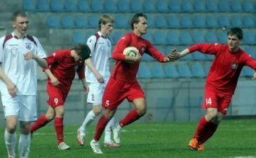 Сергея (№5) поздравляют с дебютным голом