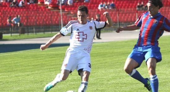 Насонов в игре с Арсеналом, фото fcvolyn.net