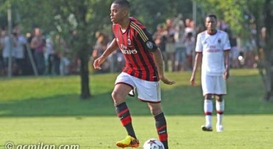 Робиньо отметил продление контракта голом, фото acmilan.com
