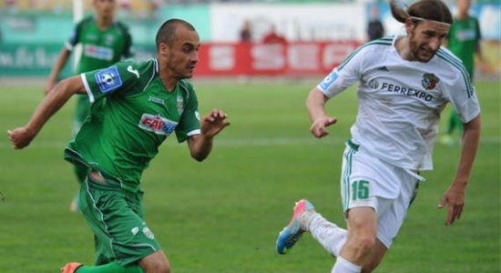 Денис Дедечко в матче с Карпатами, фото Football.ua