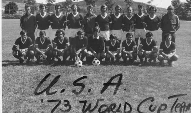 Сборная США 1973 года: на этом фото игроки Крат и Банах, а также тренер Е.Чижович, phillysoccerpage.net