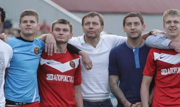 Евгений Коньков (второй слева), fcmetalurg.com