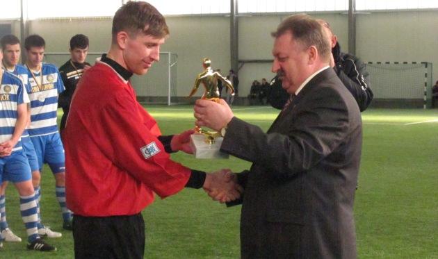 Денис Маринчук (слева в красном), фото Артура Валерко, Football.ua