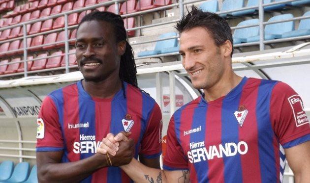 Дерек Боатенг (слева) и Федерико Пьоваккари, фото www.sdeibar.com