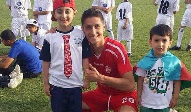 Руслан Зубков с азербайджанскими болельщиками, фото предоставлено героем публикации