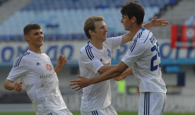 Яремчук (справа) положил начало разгрому, фото fcdynamo.kiev.ua