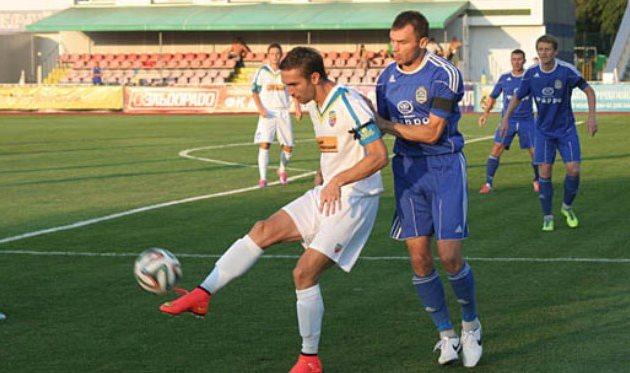Александр Батальский (с мячом) против кременчужанина Булычева, фото ckdnipro.com.ua