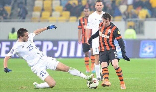 Руслан Степанюк против Бернарда, фото © Богдан Заяц Football.ua