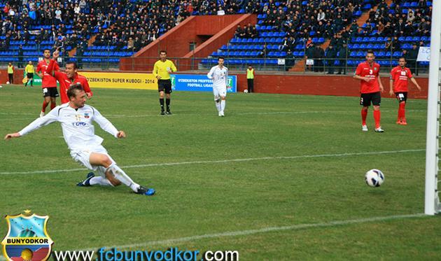 Пищур забивает за Бунедкор в матче за Суперкубок Узбекистана, фото fcbunyodkor.com