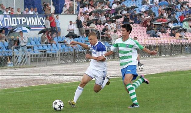 Роман Дацюк (слева) после 21 гола в Черкассах переезжает в Комсомольск, ckdnipro.com.ua