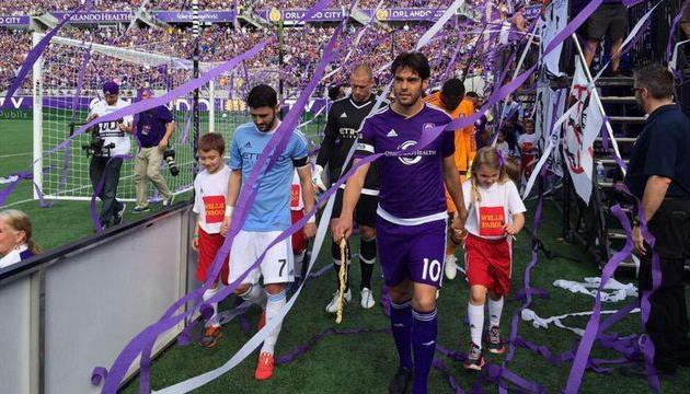Вилья и Кака выводят команды в качестве капитанов, Getty Images