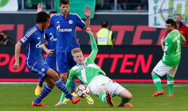 Кевин Де Брайне против игроков Шальке, Getty Images