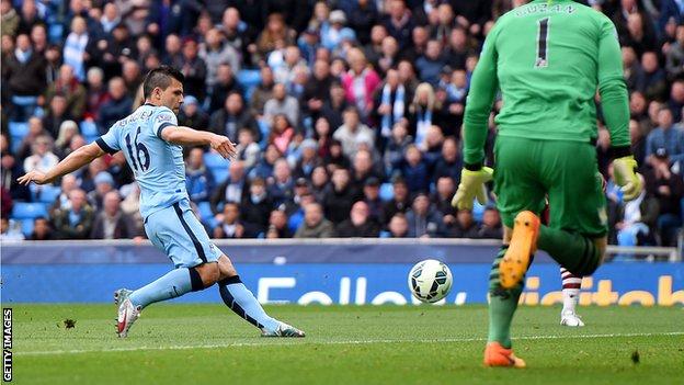 Агуэро открыл счет в матче, Getty Images