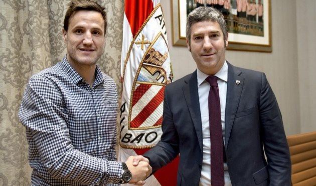 Карлос Гурпеги (слева), athletic-club.eus