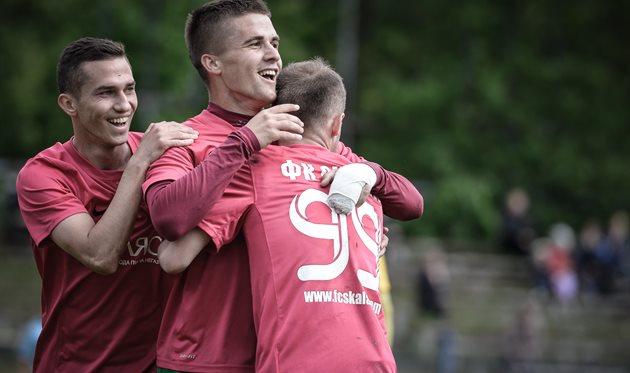 Василий Цюцюра (в центре) со Скакуном и Прышнивским, фото Б.Зайца, fcskala.com