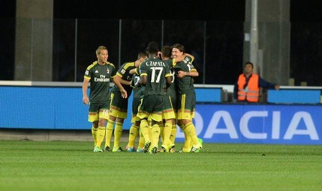 Игроки Милана празднуют первое взятие ворот, Getty Images