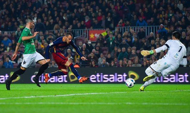 Сандро Рамирес забивает один из своих трех мячей в ворота  Вильяновенсе, Getty Images