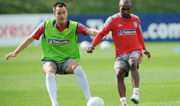 Терри (слева) и Дефо в расположении сборной Англии, getty images