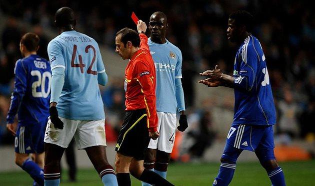Марио Балотелли получает удаление в матче с Динамо, Getty Images