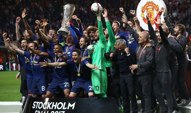 Манчестер Юнайтед с кубком Лиги Европы, Getty Images
