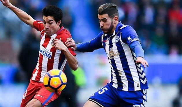 Тео Эрнандес (справа) против родного клуба, getty images