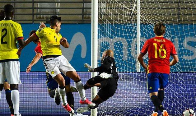 Фалькао (№9) забивает в ворота испанцев, Getty Images