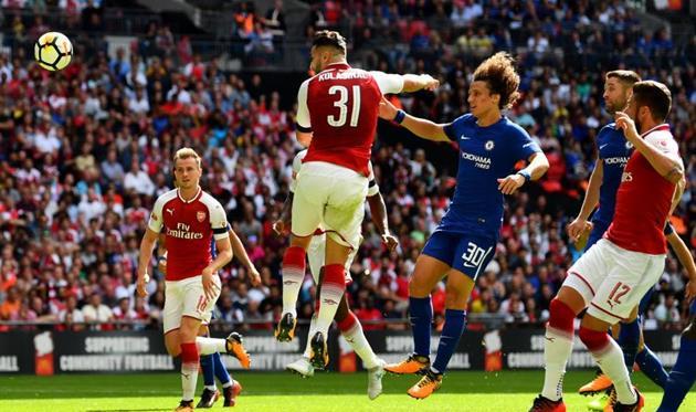 Сеад Колашинац забивает гол в матче за Суперкубок Англии, Getty Images