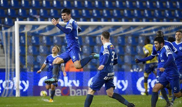 Руслан Малиновский (в прыжке), фото фк генк