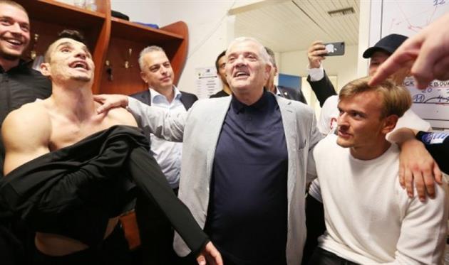Владелец АЕК (по центру), фото: gazzetta.gr