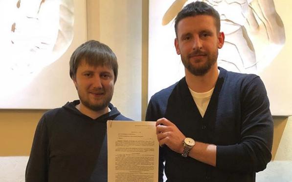 Мариуполь подписал Дедечко