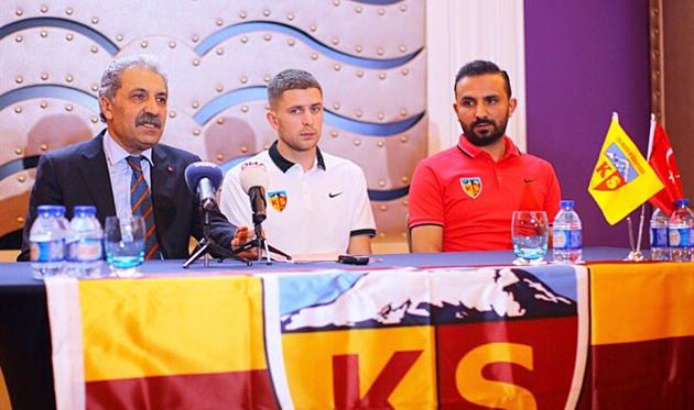 Кайсериспор официально представил Артема Кравца, фото ФК Кайсериспор