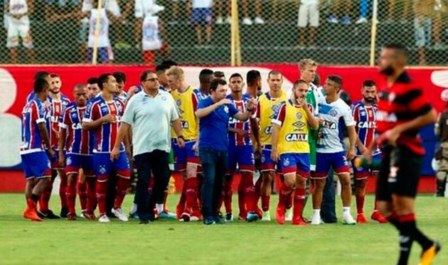 Десять красных и восемь желтых: Как в Бразилии в футбол играли