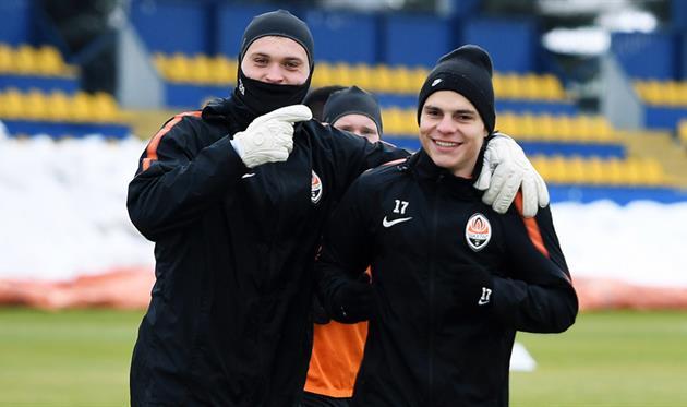 Максим Малышев (справа) и Никита Шевченко, фк шахтер