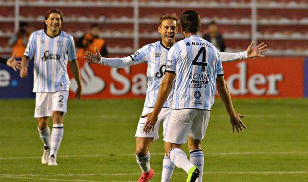 В Кубке Либертадорес защитник прошелся пешком, а потом отметился шедевром